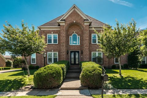 Photo of 133 N Country Club Dr, Hendersonville, TN 37075