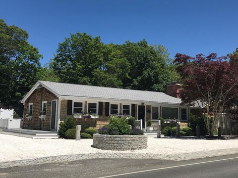 Photo of 113 W Spring St, Vineyard Haven, MA 02568