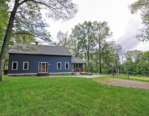 Photo of 127 New Braintree Rd, West Brookfield, MA 01585