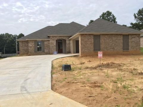 15 Pine Hill Way, Terry, MS 39170