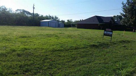 1107 N 1st St, Iowa Park, TX 76367