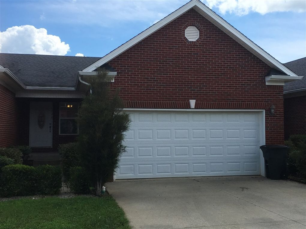 120 Twin Lakes Dr, Vine Grove, KY 40175