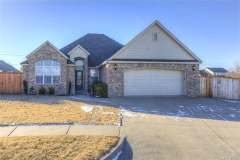 6979 greenbriar dr owasso ok 74055 for Public swimming pools in owasso ok