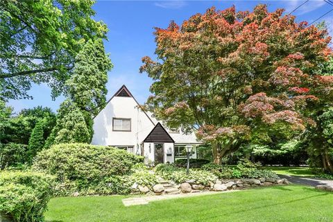 Photo of 161 Moorland Dr, Scarsdale, NY 10583