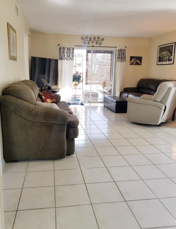 202 Se Village Dr, Port Saint Lucie, FL 34952
