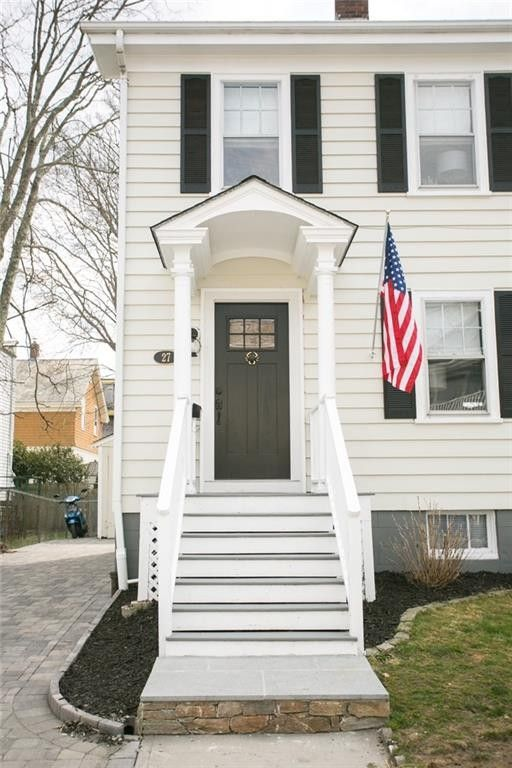 27 Atlantic St, Newport, RI 02840