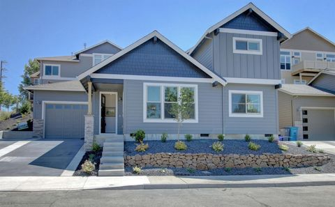 Photo of 998 Overlook Dr, Ashland, OR 97520