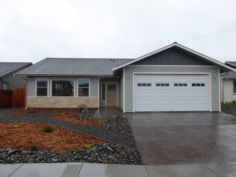 Photo of 728 Hilltop Dr, Fortuna, CA 95540