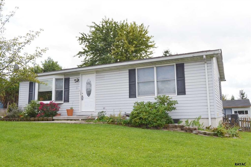 18 Carly Dr, New Oxford, PA 17350