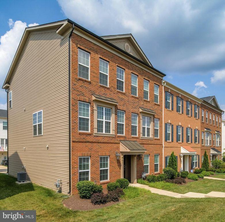 15409 Rosemont Manor Dr, Haymarket, VA 20169