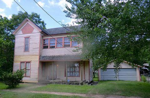 Photo of 406 Clark St, Yoakum, TX 77995