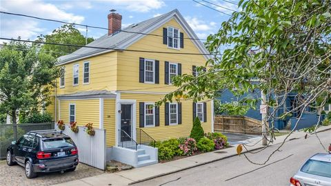 Photo of 34 Elm St, Newport, RI 02840