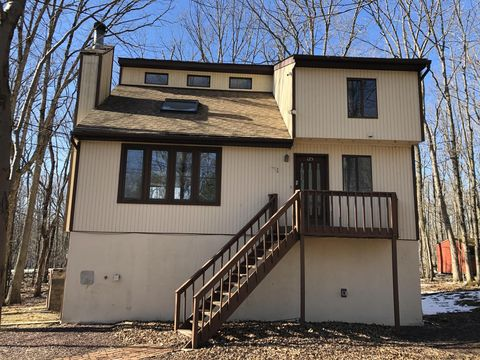 Photo of 315 Hyland Dr, East Stroudsburg, PA 18301