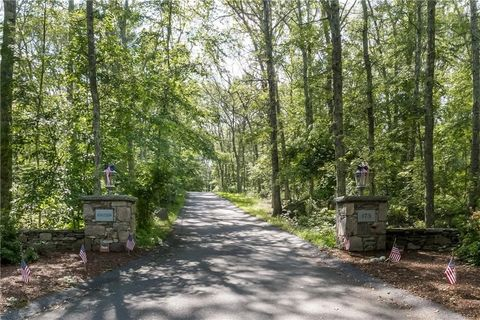 173 Woody Hill Rd, Hope Valley, RI 02832