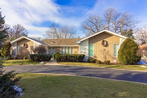 710 Forest Glen Ln, Oak Brook, IL 60523