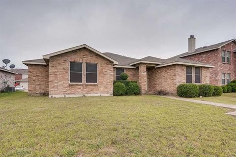 Photo of 3041 Paint Brush Pl, Lancaster, TX 75134