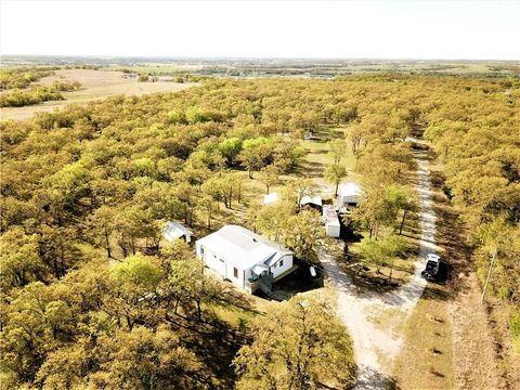 Photo of 16896 E County Road 1635, Foster, OK 73434