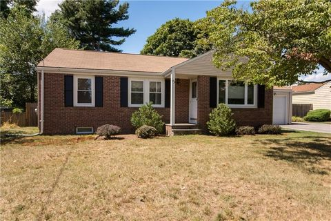 73 Plantation Dr, Cranston, RI 02920. House For Sale
