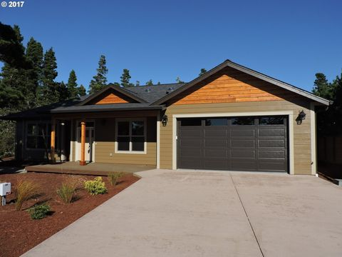 87993 Lake Point Dr, Florence, OR 97439