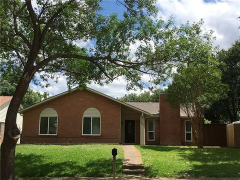 Photo of 2926 Carnaby Ln, Garland, TX 75044