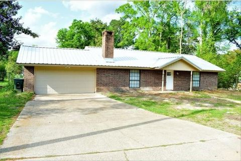 1810 Virginia Ave, Nacogdoches, TX 75964