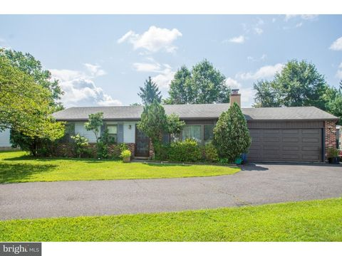 210 Cable Car Rd, Quakertown, PA 18951
