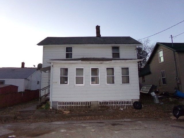 208 Roselawn Ave, Muscatine, IA 52761