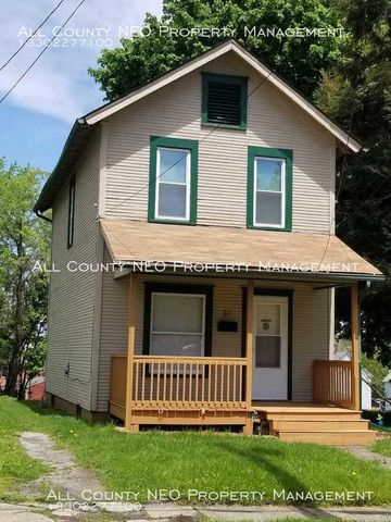 Photo of 39 Spring St, Struthers, OH 44471