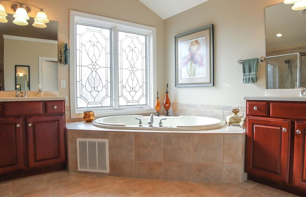 6707 Sandy Shores Dr, Miami Township, OH 45140 - Bathroom
