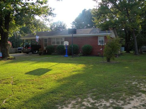 Photo of 270 Westwood Dr, Huntingdon, TN 38344