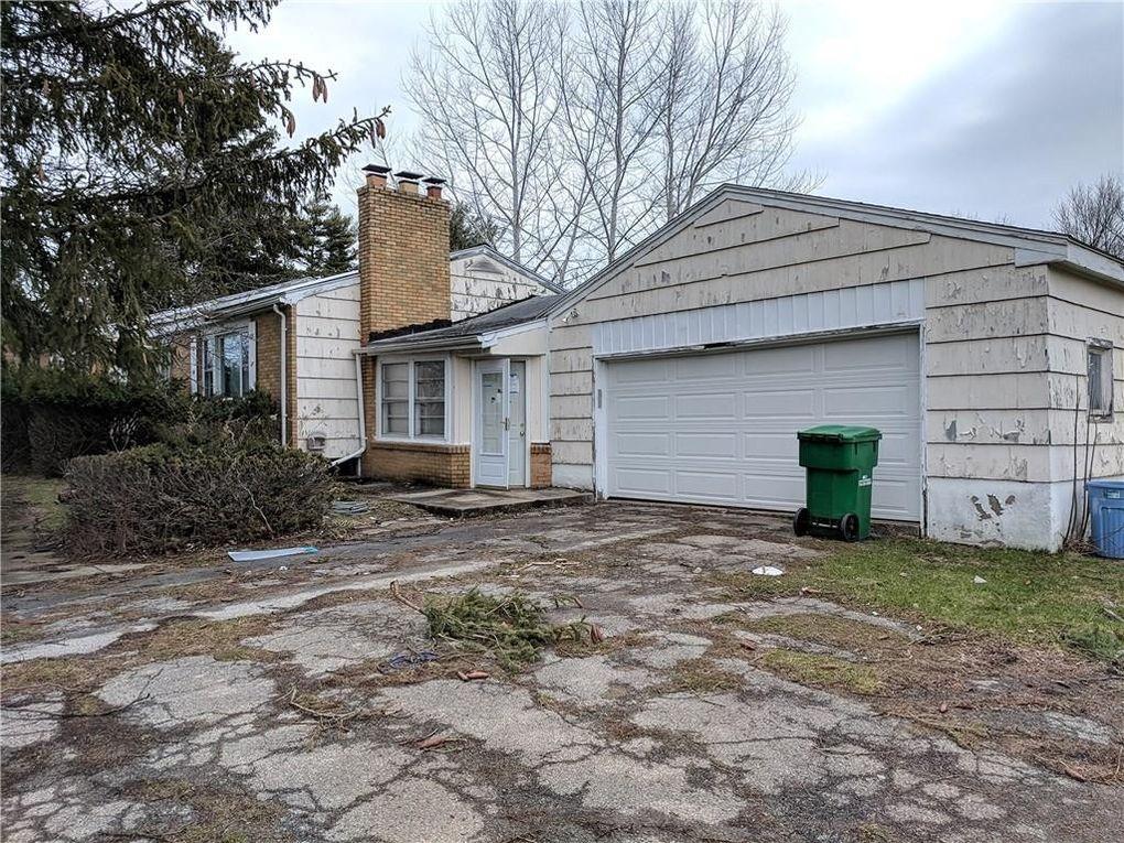 682 Beahan Rd, Rochester, NY 14624