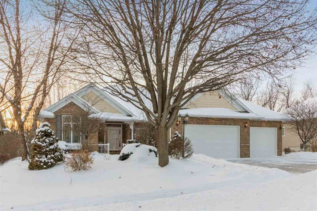 970 Forest Edge Dr Coralville, IA 52241