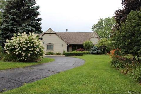 6813 Ormond Rd, Springfield Township, MI 48350