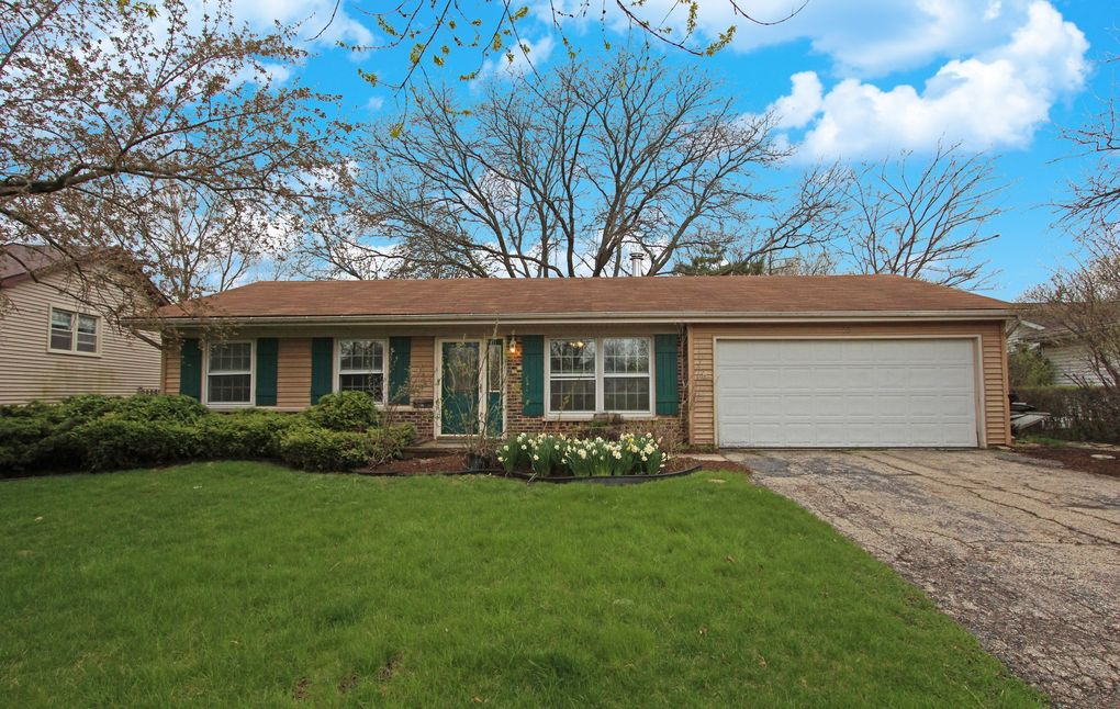 65 Old Mill Grove Rd Lake Zurich, IL 60047