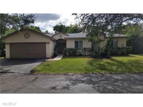 Photo of 4826 Nw 14th St, Coconut Creek, FL 33063