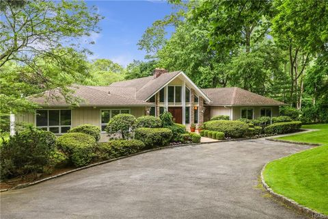 Photo of 15 Rolling Hills Ln, Harrison, NY 10528