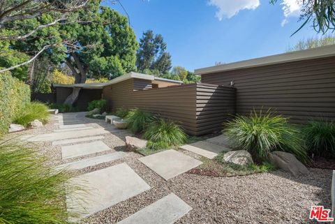 Photo of 2268 Holly Dr, Los Angeles, CA 90068