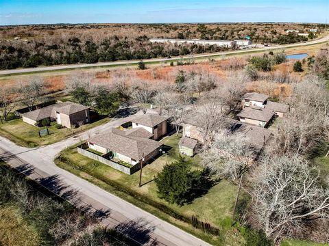 Photo of 9000 Schiro Rd Apt 9, Hitchcock, TX 77563