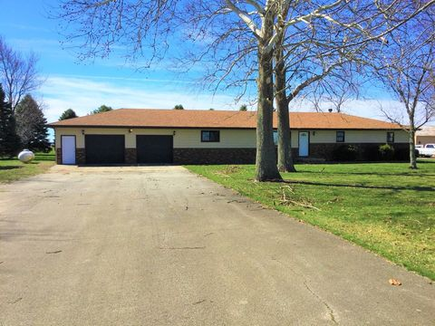 Photo of 485 E 300 N Rd, Gibson City, IL 60936