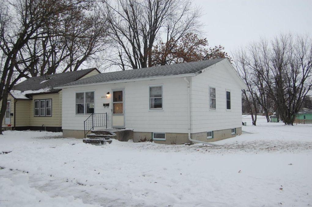 1526 East Ave, Worthington, MN 56187