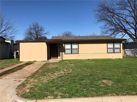 Photo of 1100 Cameron St, Fort Worth, TX 76115