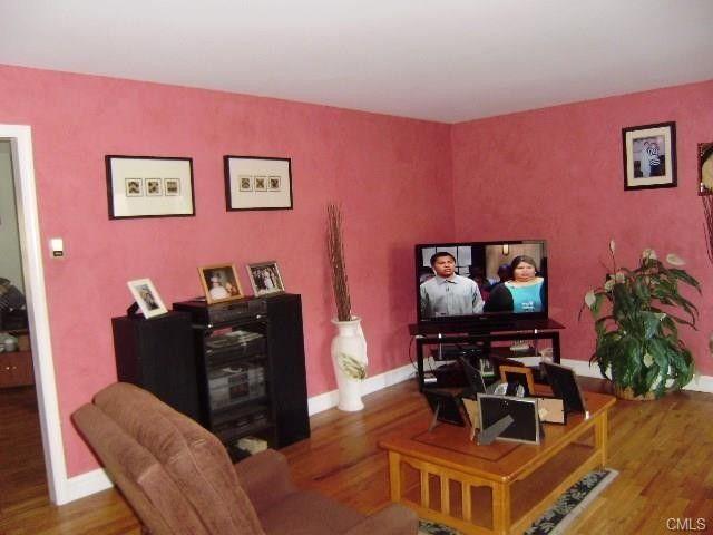 327 Fan Hill Rd, Monroe, CT 06468 - realtor.com®