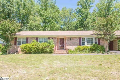 Photo of 631 Pine Hill Dr, Boiling Springs, SC 29316