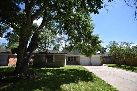712 Northridge St, Angleton, TX 77515