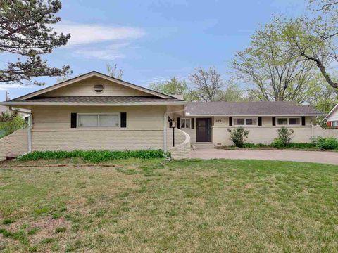 Photo of 322 N Colonial Pl, Wichita, KS 67206