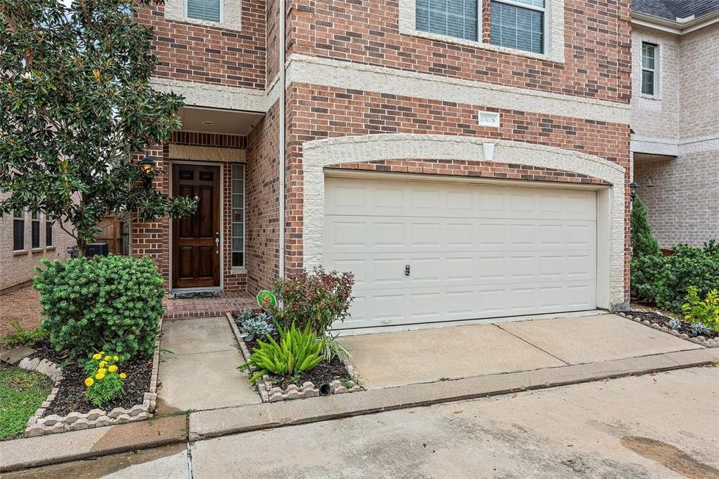 10106 Holly Chase Dr, Houston, TX 77042