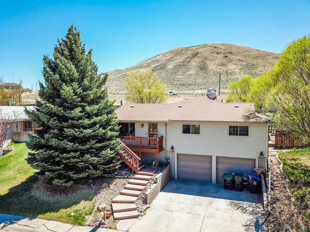 1645 Indian Hills Dr, Green River, WY 82935