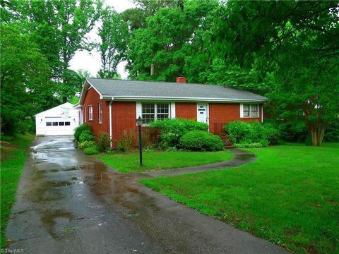 1201 S Woodleigh Cir, Reidsville, NC 27320