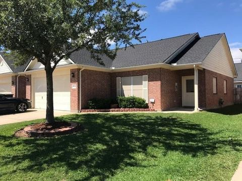 Photo of 210 Elizabeth Ln, Sealy, TX 77474