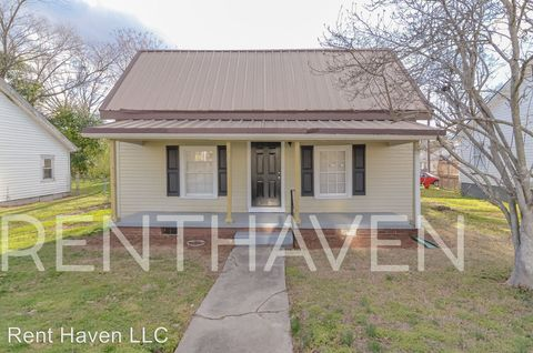 Photo of 204 Woodside Ave, Fountain Inn, SC 29644